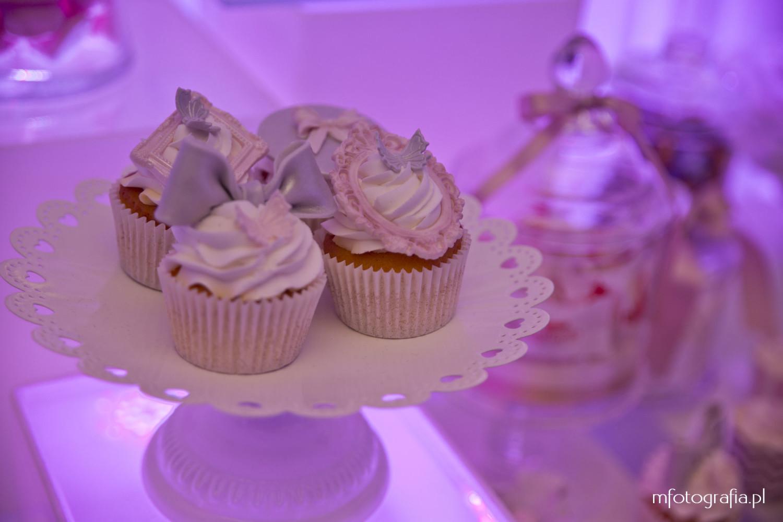 foto różowej ślubnej dekoracji stołu