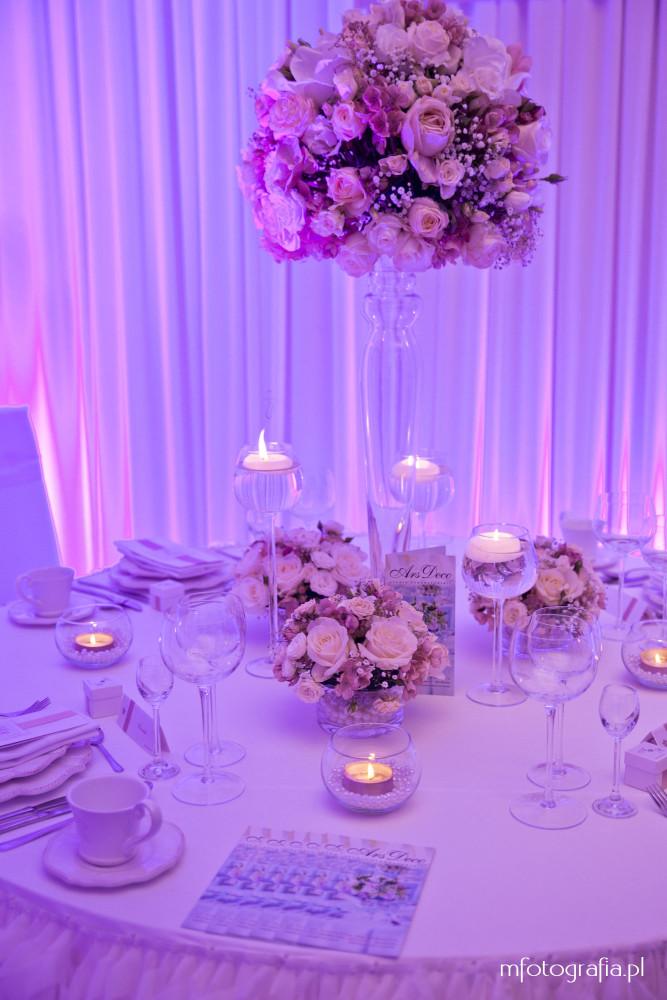 zdjęcie różowej ślubnej zastawy