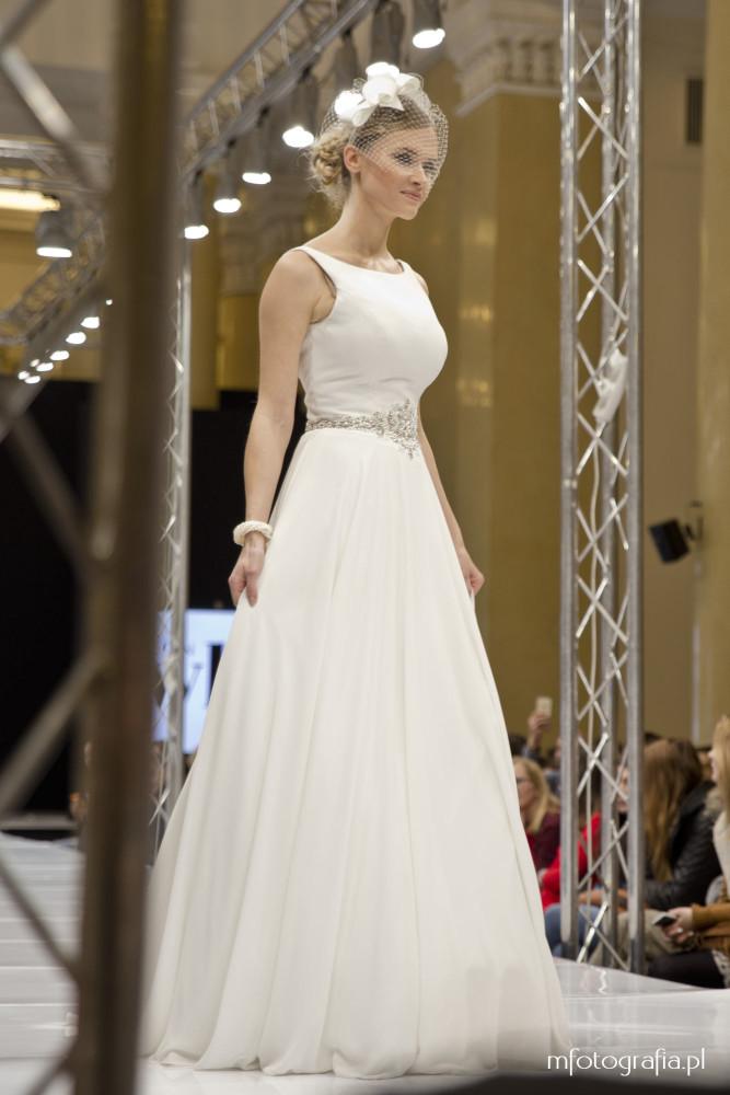zdjęcie sukni ślubnej z woalką