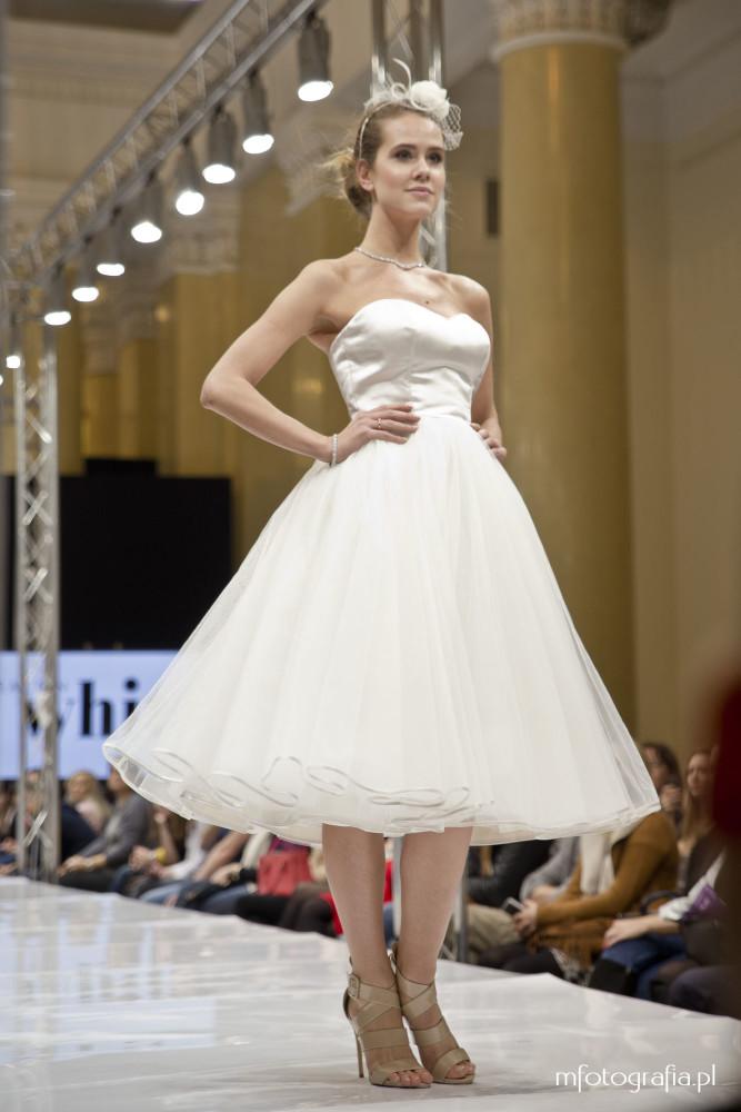 zdjęcie krótkiej sukni ślubnej