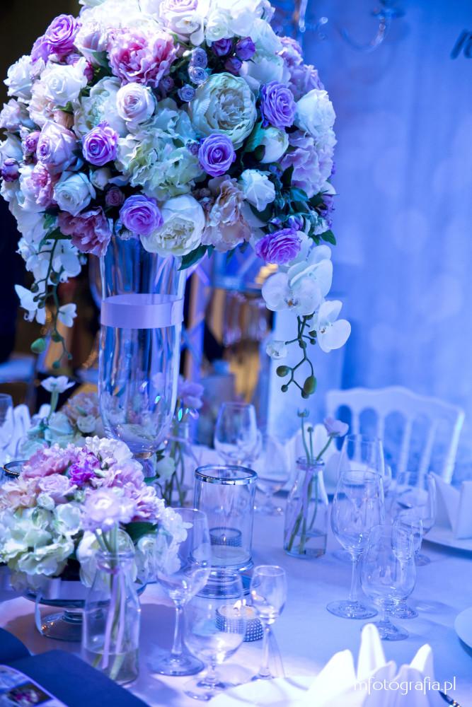 fotografia niebieskiej ślubnej dekoracji