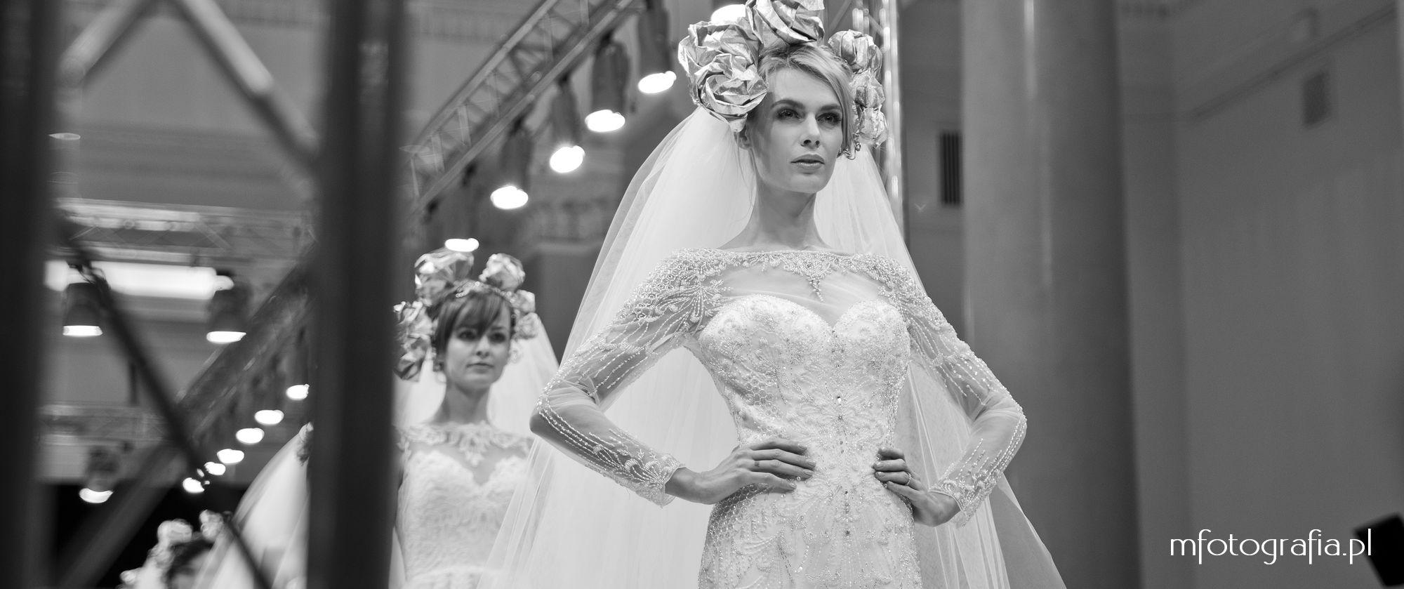 fotografia ślubnej sukni