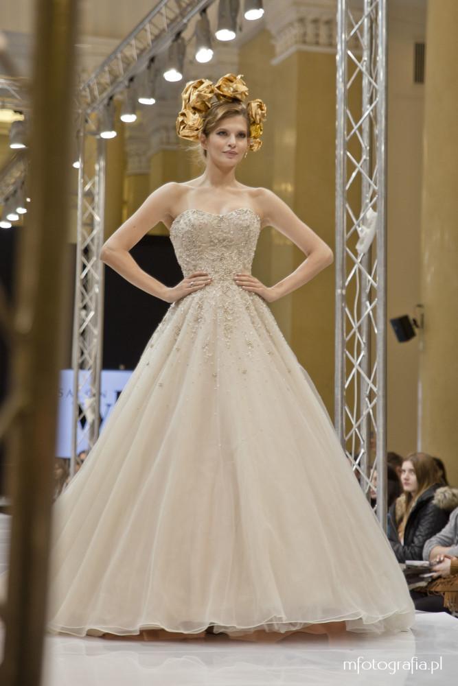fotografia ślubnej sukni - księżniczka