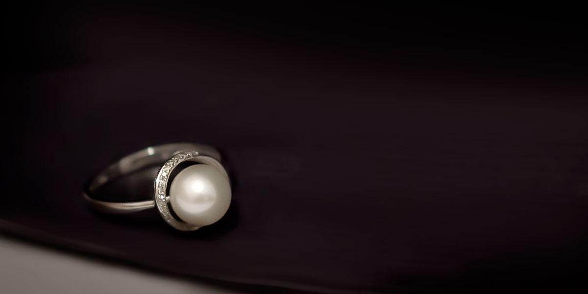 fotografia produktowa radom pierscionek z perłą