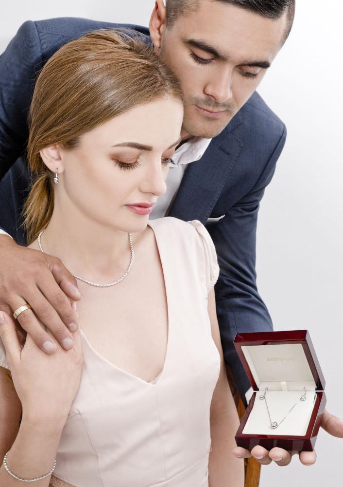 zdjęcie pary z biżuterią