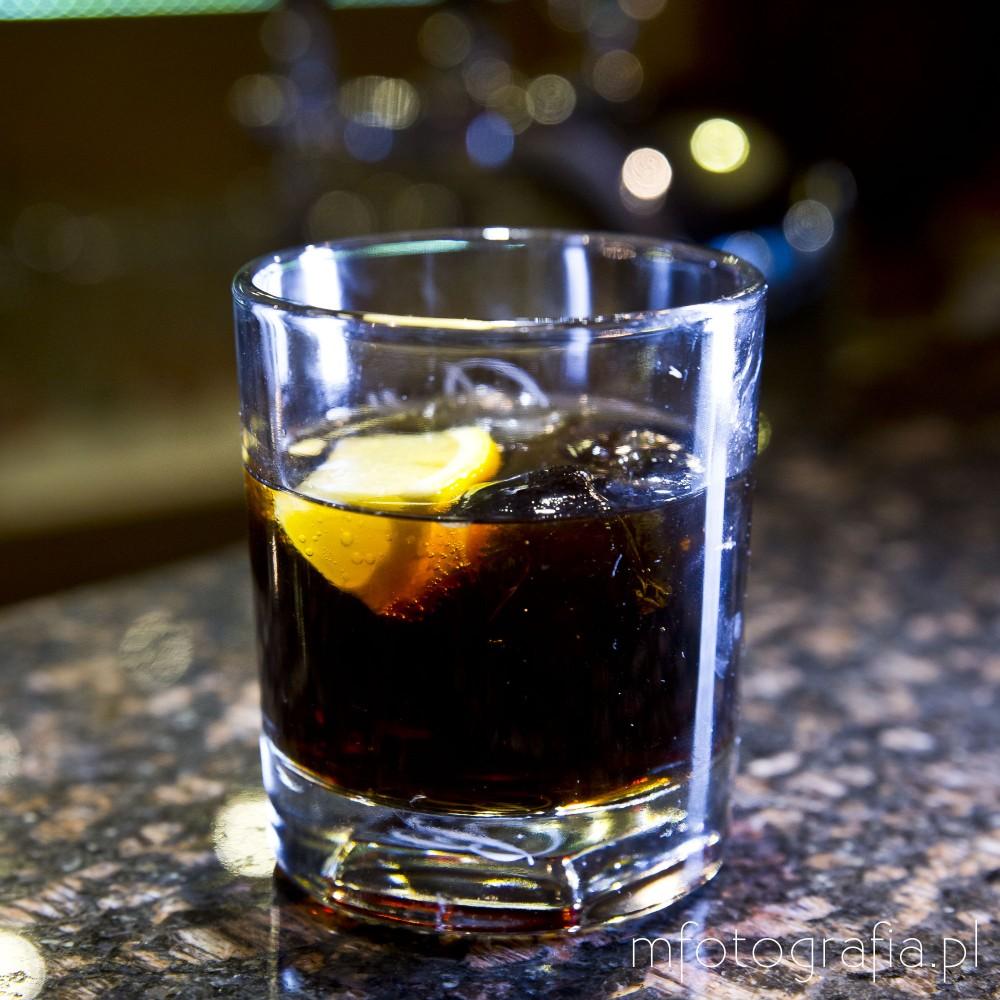zdjęcia firmowa zywnosci czarny rosjanin drink