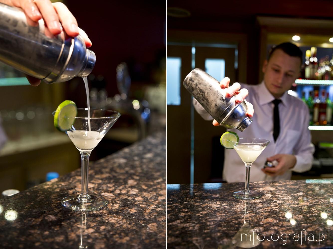 zdjęcie drinku martini z lodem