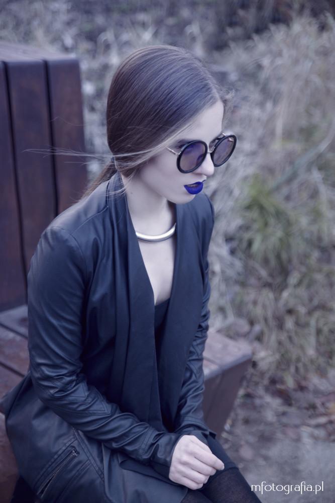 fotografia kobiety w okularach