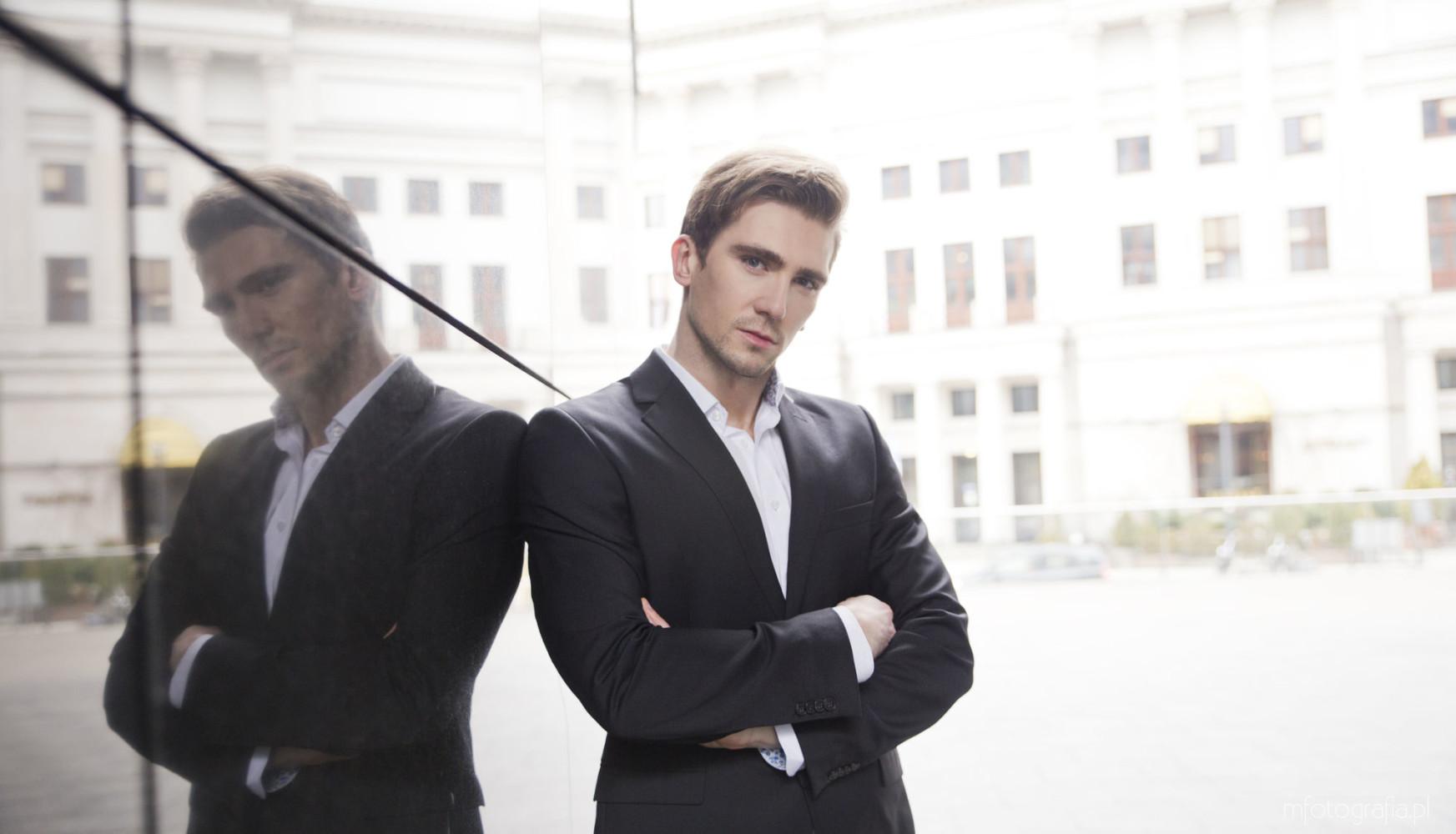 mężczyzna na fotografii biznesowej