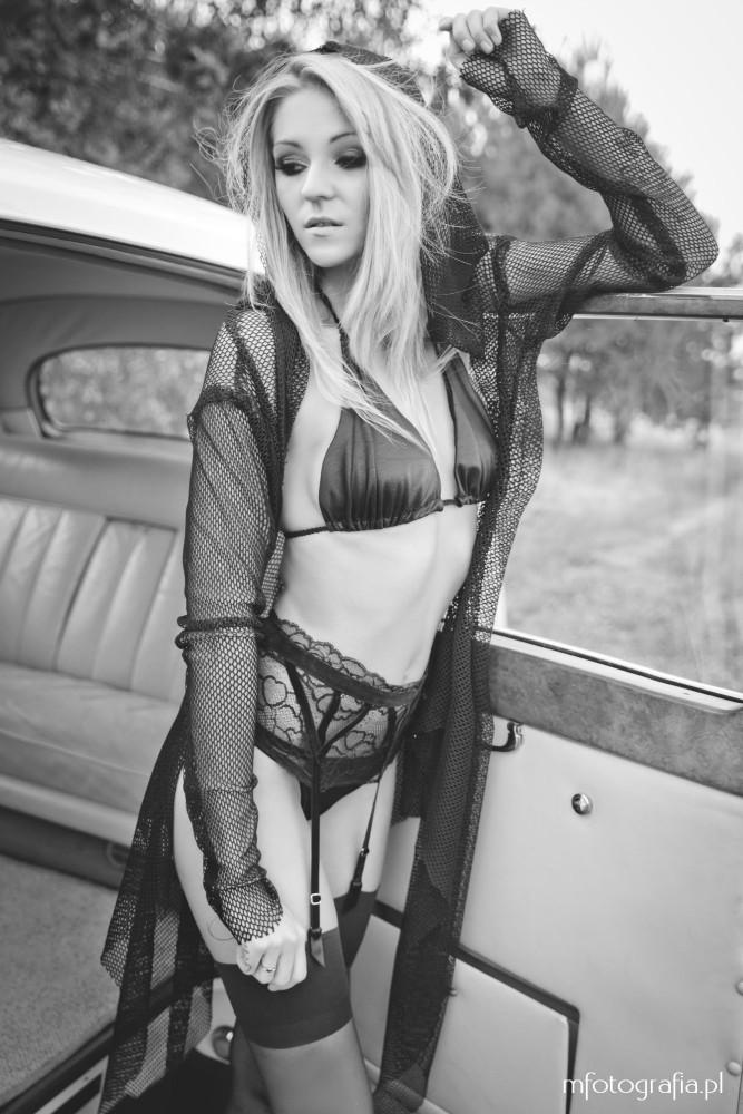 fotografia blondynki w podomce
